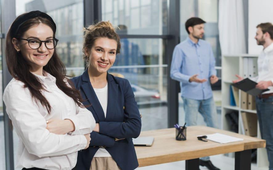 אנשים מחפשים רעיונות לשינוי קריירה
